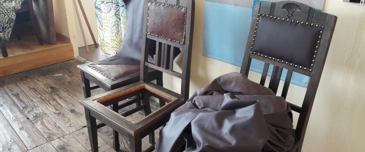 Jedes alte Sitzmöbel erzählt uns seine Geschichte…